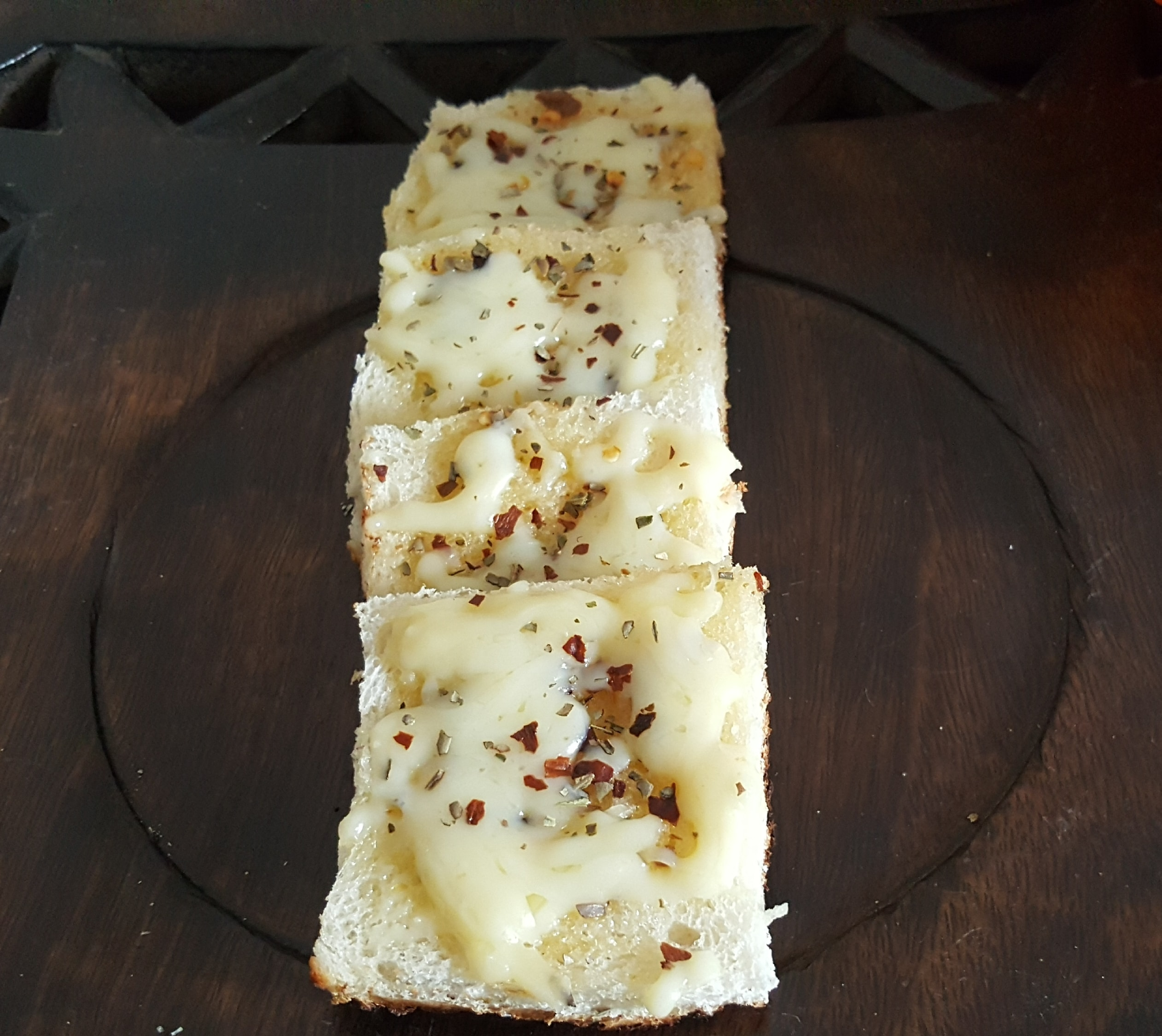 CHEESE GARLIC BREAD (10)